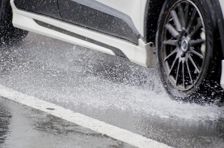 雨天時のドライブイメージ