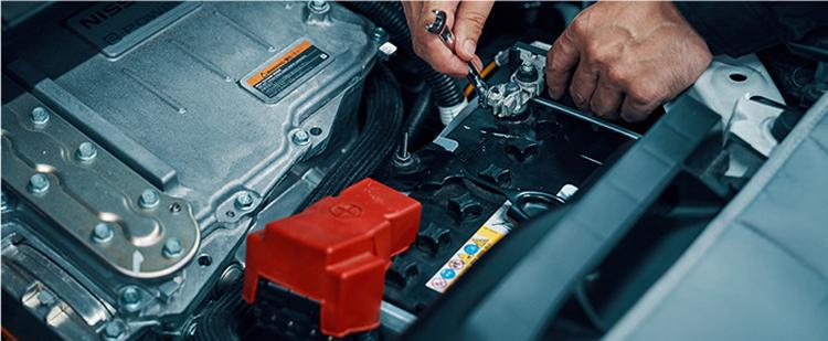 バッテリー点検作業